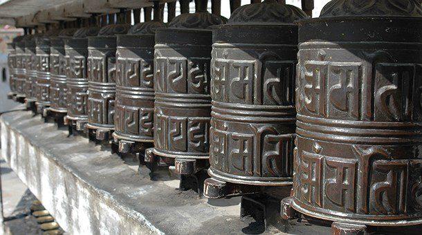 Nepal son picos nevados, sherpas, yaks, yetis, monasterios y mantras