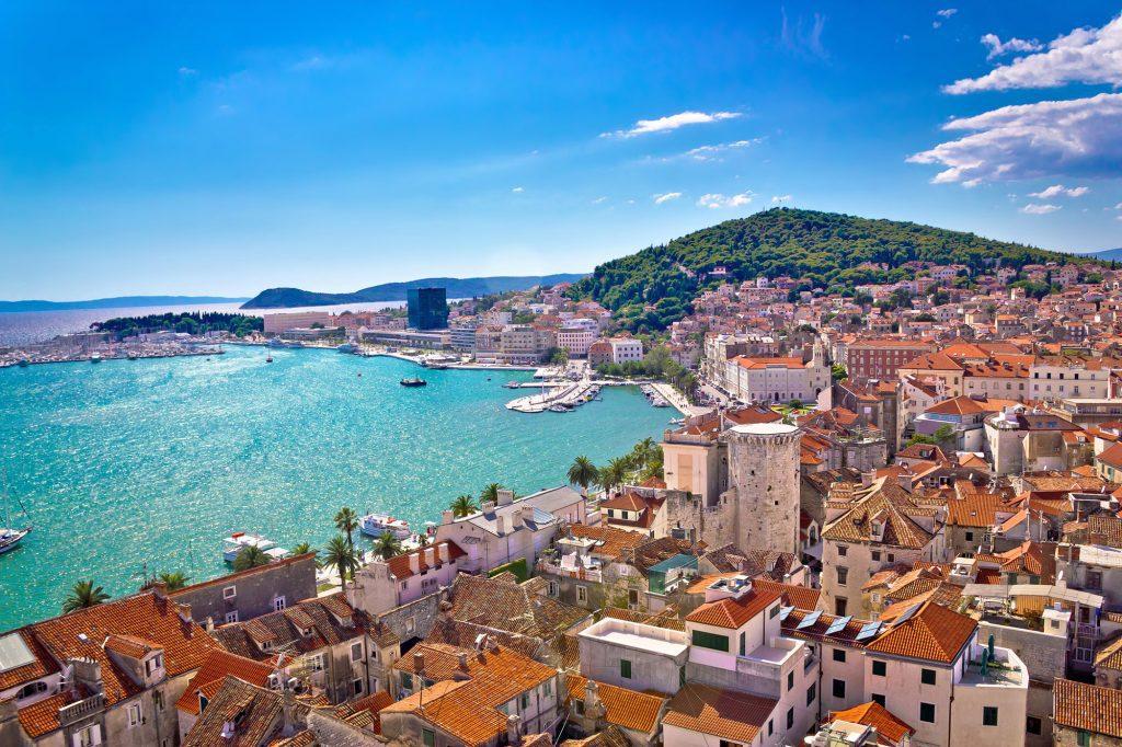 Monumentos históricos, preciosos paisajes y lagos con aguas cristalinas